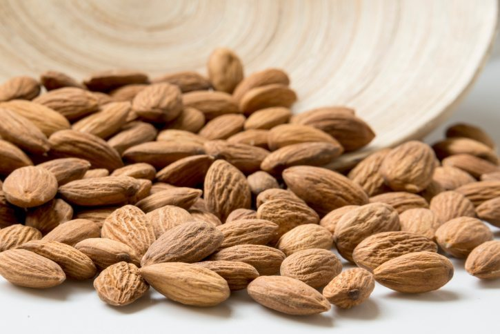 nuts fat almonds faily food intake recommendation